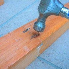 柱を波釘で固定してください。