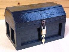 画像2: 【海賊宝箱】シンプル海賊箱(中)ブラック塗装 ロゴ、三方飾り金具なし (2)