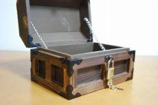 画像4: 【海賊宝箱】デラックス海賊箱(小)焼杉仕様 三方飾り金具仕上げ (4)