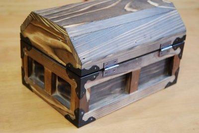 画像2: 【海賊宝箱】デラックス海賊箱(小)焼杉仕様 三方飾り金具仕上げ