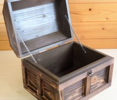 画像4: 【海賊宝箱】シンプル海賊箱(大)焼杉仕様 ロゴ、三方飾り金具なし (4)