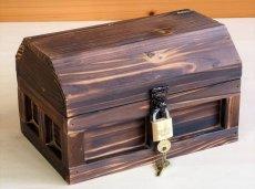 画像2: 【海賊宝箱】シンプル海賊箱(小)焼杉仕様 ロゴ、三方飾り金具なし (2)