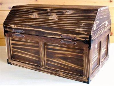 画像2: 【海賊宝箱】デラックス海賊箱(特大)焼杉仕様 三方飾り金具仕上げ