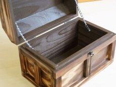 画像5: 【海賊宝箱】シンプル海賊箱(中)焼杉仕様 ロゴ、三方飾り金具なし (5)