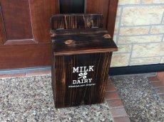 画像3: 【ミルクボックス】焼き杉牛乳箱(900ml 2本用) 文字色:ホワイト (3)